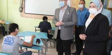 محافظ بني سويف يتفقد امتحانات الإعدادية