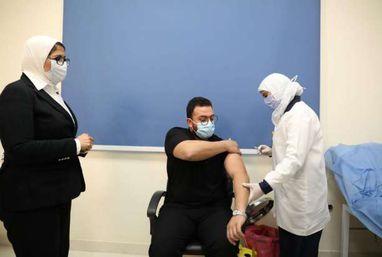 وزيرة الصحة تشهد تلقي أولى جرعات لقاح فيروس كورونا للأطقم الطبية
