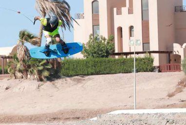 """""""الجونة"""" للألعاب المائية تطلق أول مسابقة دولية لرياضة التزلج على المياه"""