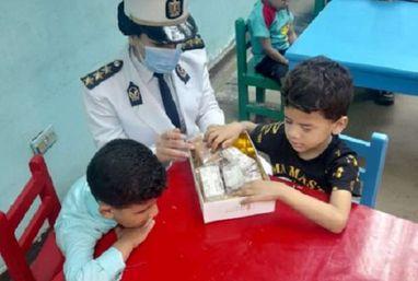 وزارة الداخلية توفد مجموعة من الضباط والضابطات لزيارة نزلاء دور رعاية الأيتام وذوى القدرات الخاصة