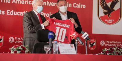 كابتن محمود الخطيب خلال توقيع برنامج «شهادة الأهلي الرياضية»