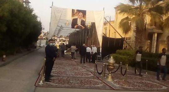 صور.. الاستعدادات النهائية لـ عزاء محمد فريد خميس - مصر - الوطن