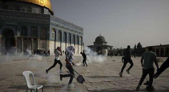 جانب من اعتداءات الصهاينة على المسجد الأقصى