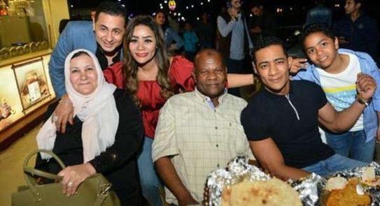 صور محمد رمضان رفقة عائلته ربنا يقدرني على رضاهم وسعادتهم فن وثقافة الوطن