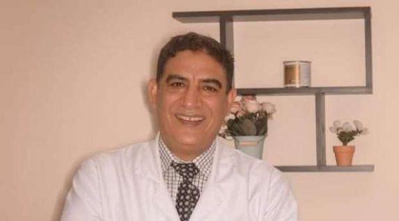 طبيب أنف وأذن يقدم استشارات مجانية عبر «واتساب»: استقبلت 500 رسالة في يوم