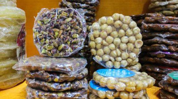 طبيب يحذر من 3 علامات تنذر بفساد حلوى المولد النبوي