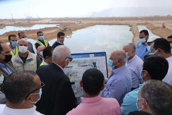 وزير النقل يتفقد مواقع العمل في مشروع تطوير ميناء العين السخنة