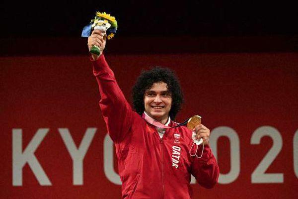 كيف أهدى مصري قطر أول ميدالية ذهبية في تاريخ الأولمبياد؟