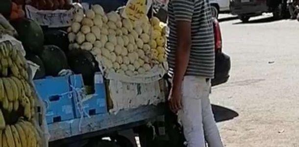 تحرير محضر لبائع فاكهة متجول بالغردقة لسوء سلوكه - المحافظات - الوطن
