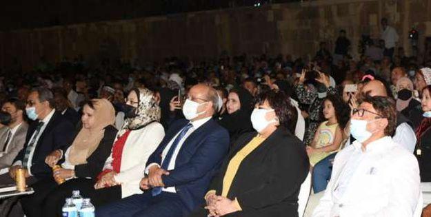 الدكتورة إيناس عبدالدايم وزيرة الثقافة خلال افتتاح مهرجان الطبول