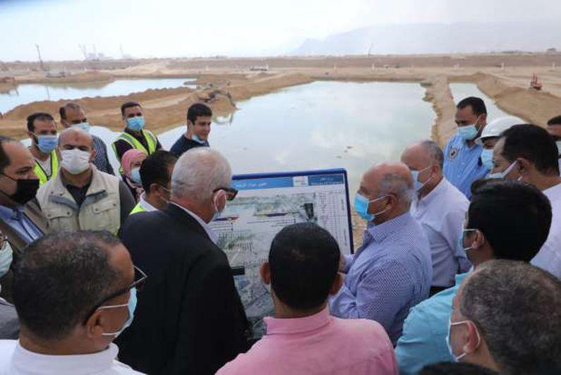 وزير النقل يتفقد مواقع العمل في مشروع استكمال أعمال تطوير ميناء العين السخنة