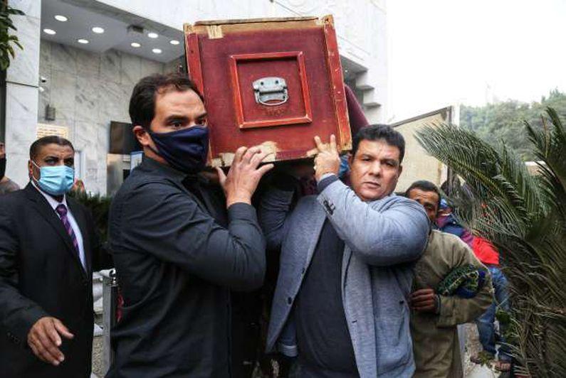 صلاة جنازة الحقوقي حافظ أبو سعده