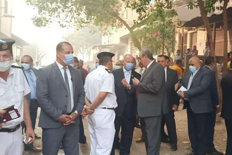 محافظ القاهرة يتفقد موقع حريق اسطبل عنتر