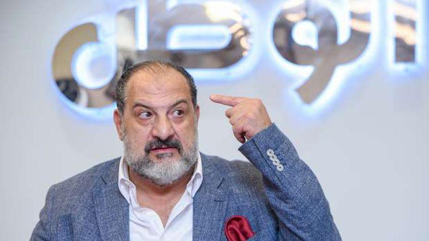 صورة خالد الصاوي: نجيب الريحاني معندوش غلطة.. ومحمود عبدالعزيز توليفة خاصة – فن وثقافة