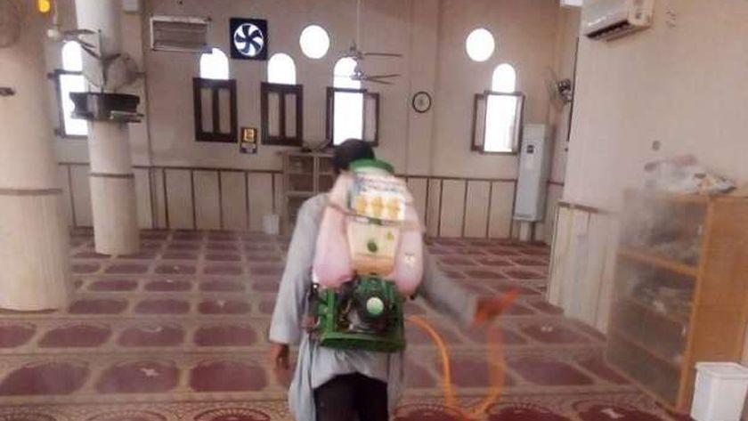 قبل انطلاق صلاة الجمعة.. عمليات تعقيم كبرى لـ150 ألف مسجد بالجمهورية