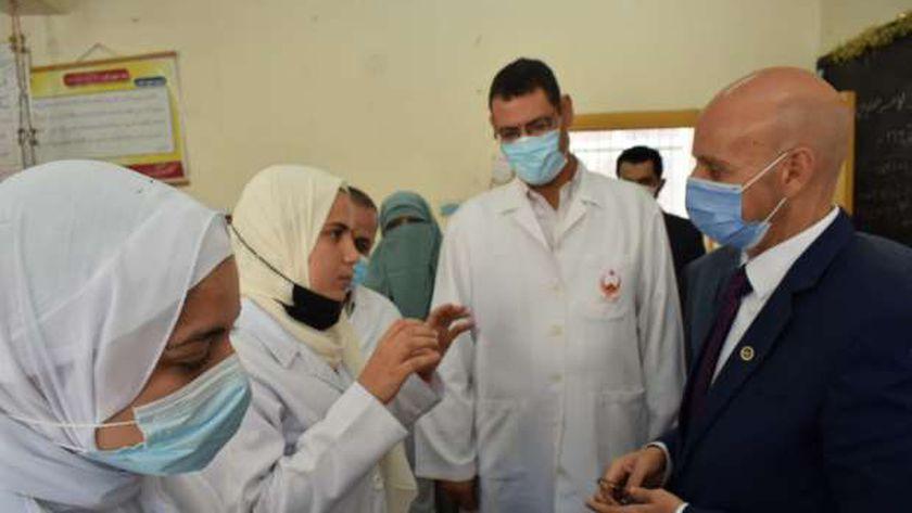 وكيل صحة الشرقية يتفقد مدرسة التمريض والمستشفي المركزي بكفر صقر