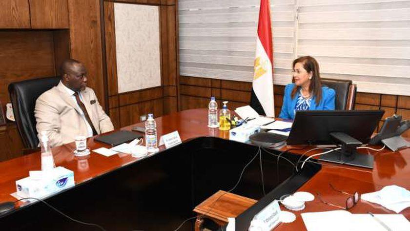 مصر تشهد نهضة كبيرة وتنفذ عدد من المشروعات العملاقة