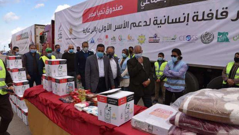 محافظ مطروح يتفقد قافلة تحيا مصر الإنسانية قبل توزيعها