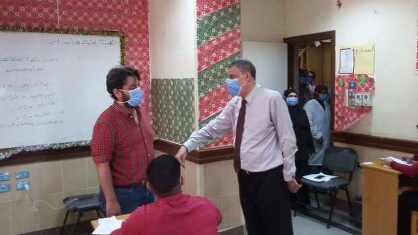 مدير التأمين الصحي ببني سويف يتفقد سير امتحانات المعهد الفني للتمريض