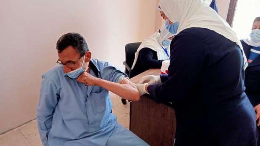 أحد المراكز المصرية لتلقي لقاح كورونا
