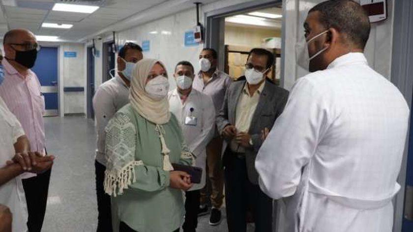 الدكتورة دينا عثمان نائب محافظ مطروح خلال تفقدها مستشفى العلمين