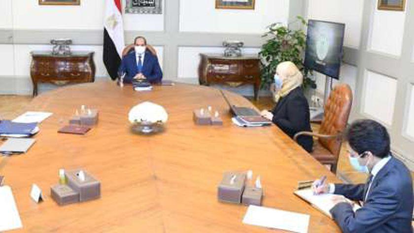 الرئيس السيسي خلال اجتماعه برئيس الوزراء ووزيرة التضامن