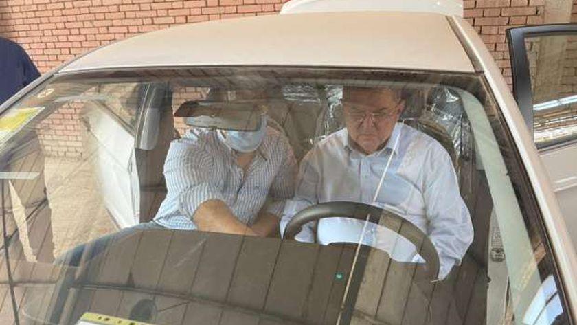 وزير قطاع الأعمال العام يزور «النصر للسيارات» ويتفقد 13 سيارة E70