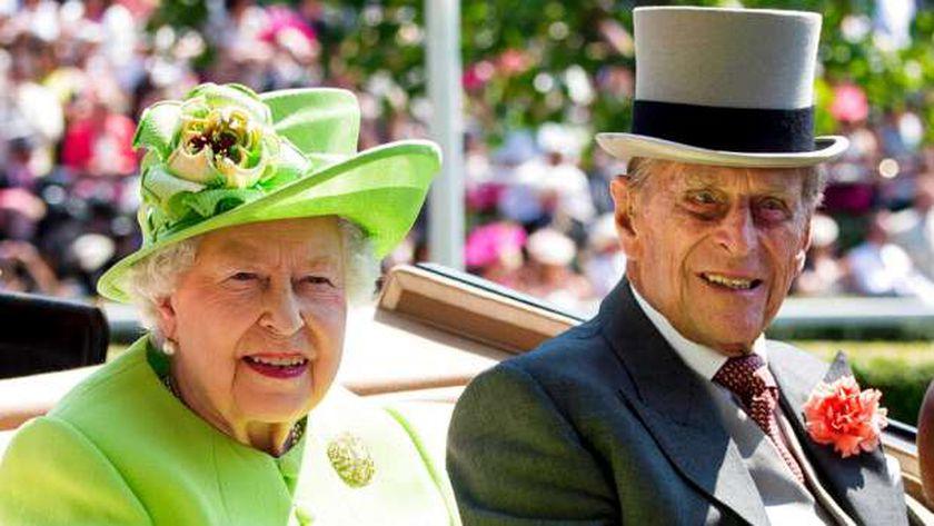 الأمير فيليب وزوجته الملكة إليزابيث الثانية