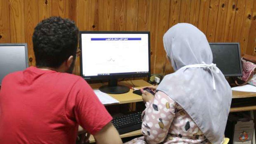 طلاب أثناء ترتيب رغبات التنسيق - أرشيفية