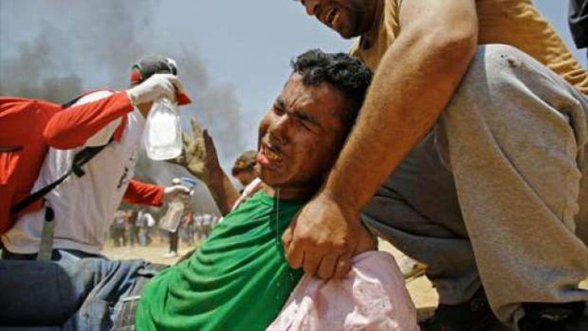 شاب فلسطيني مصاب برصاص الاحتلال