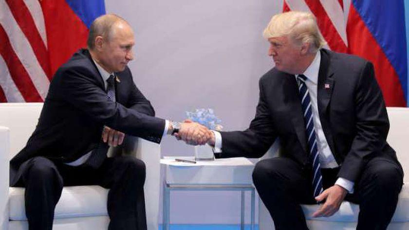 لقاء سابق بين الرئيس الروسي بوتين والرئيس الأمريكي السابق ترامب