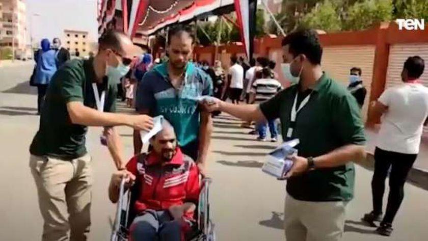 صورة لأحد المشاركين في انتخابات مجلس الشيوخ