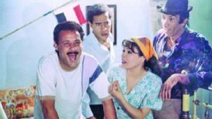 فاروق الفيشاوي في مشهد من فيلم «ليه يابنفسج»