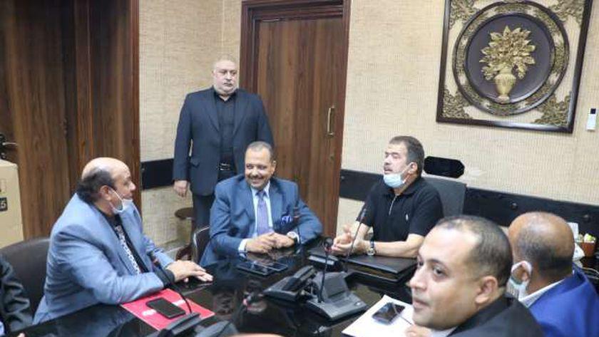 اجتماع رئيس مجلس إدارة شركة جنوب القاهرة لتوزيع الكهرباء مع رئيس النقابة العامة للعاملين بالمرافق