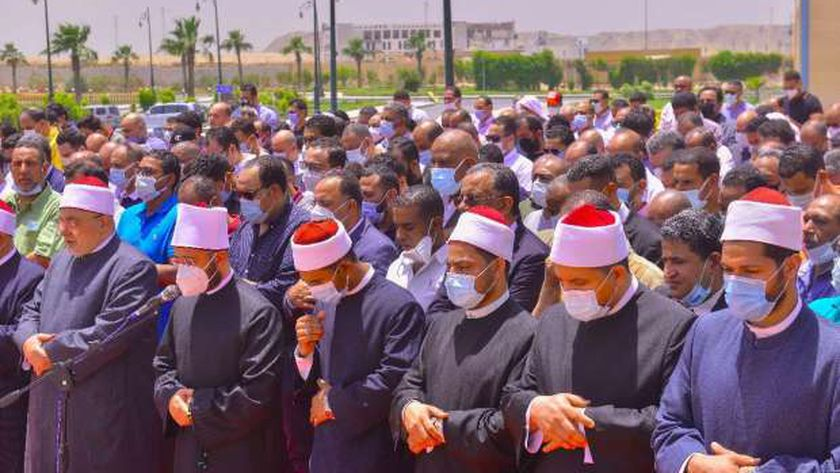 مسؤولون ونواب وصحفيون يشيعون جثمان والد الكاتب الصحفي محمود مسلم (صور)