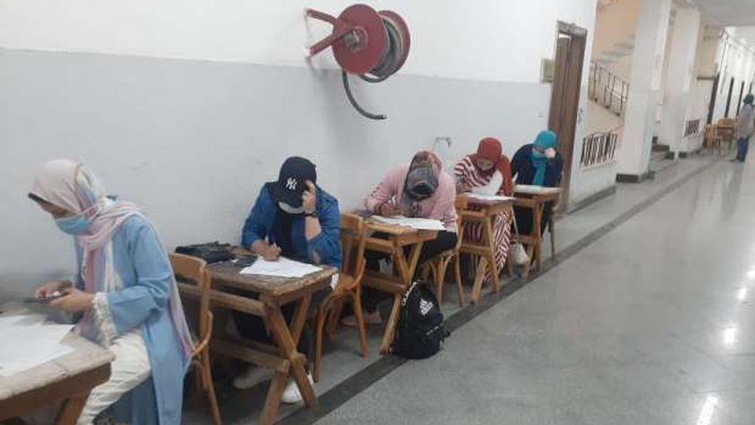 جانب من الامتحانات
