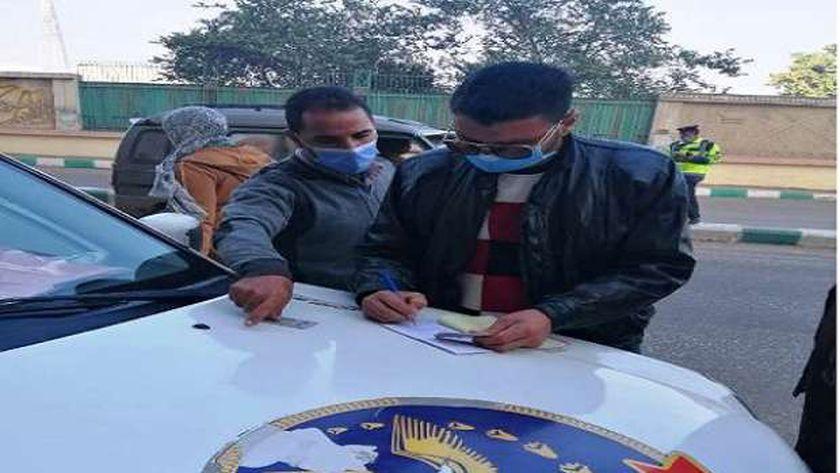 تغريم 48 سائق لعدم الإلتزام بإرتداء الكمامة الواقية لمواجهة فيروس كورونا المستجد