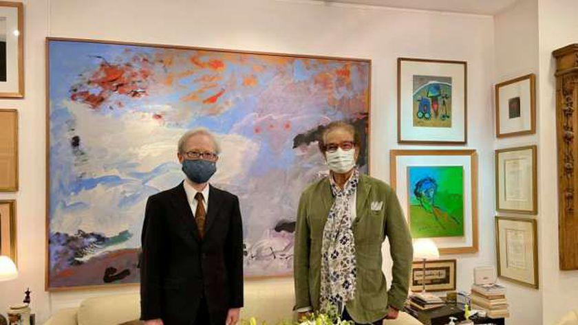 فاروق حسني خلال استقباله السفير الياباني بالقاهرة