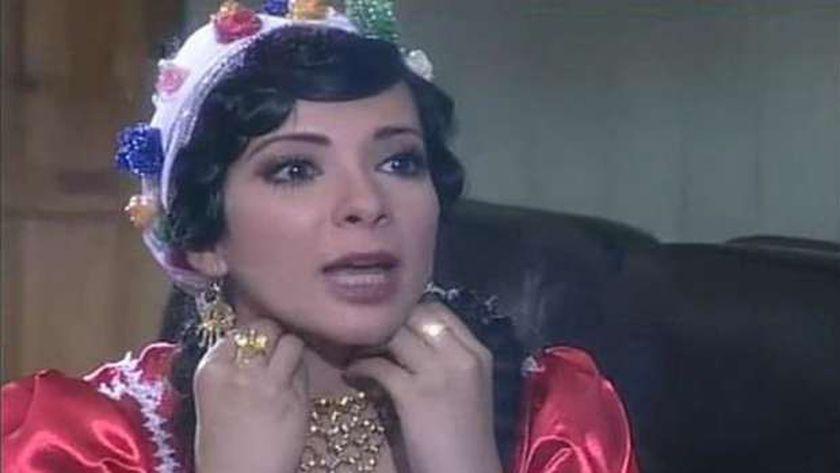 الفنانة منى زكي في مشهد من مسلسل «السندريلا»
