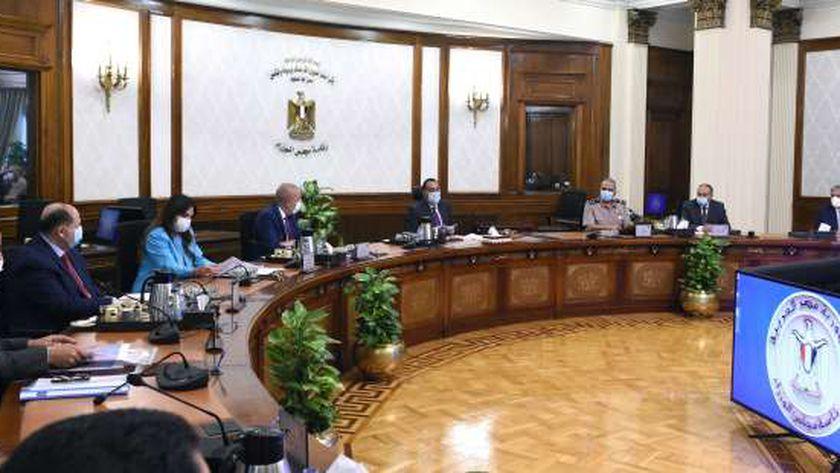 مدبولي: الرئيس وجه بسرعة تخصيص وحدات موظفي العاصمة الإدارية