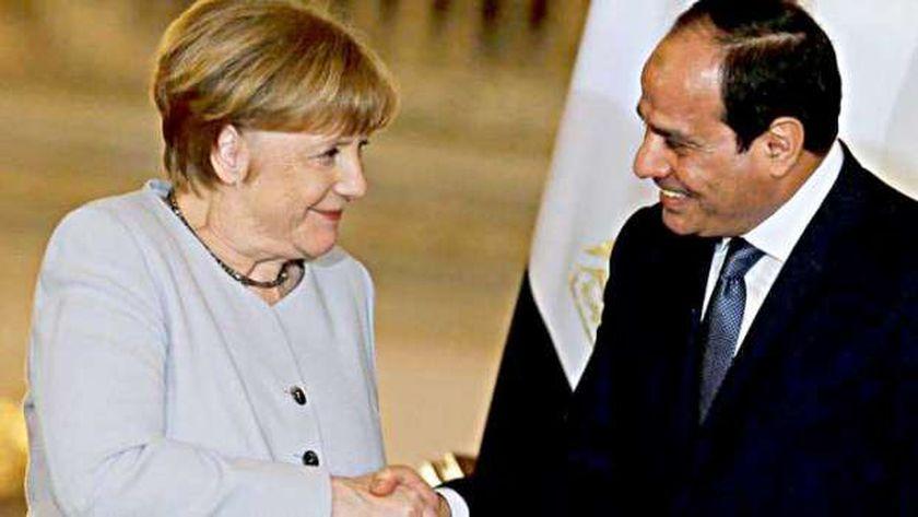 لقاء سابق بين المستشارة الألمانية أنجيلا ميركل والرئيس عبد الفتاح السيسي