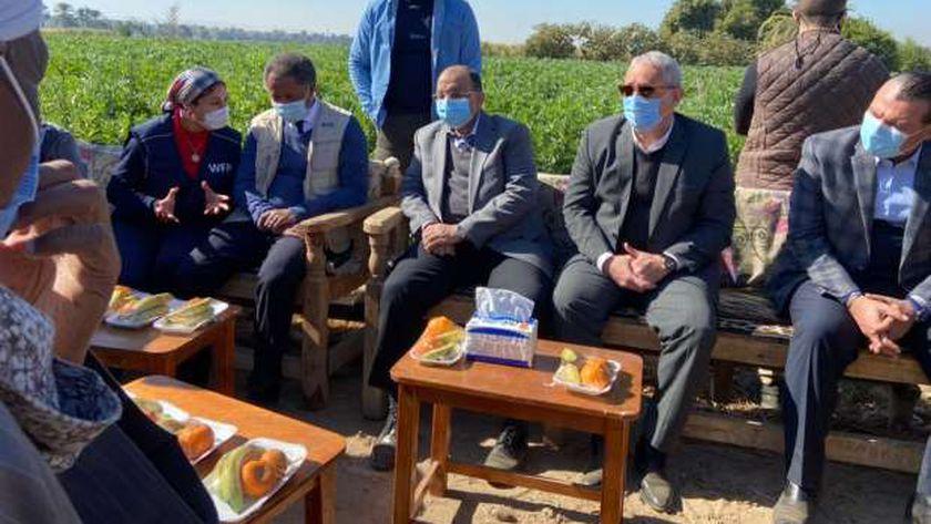 وزير التنمية المحلية خلال زيارته إلى الاقصر