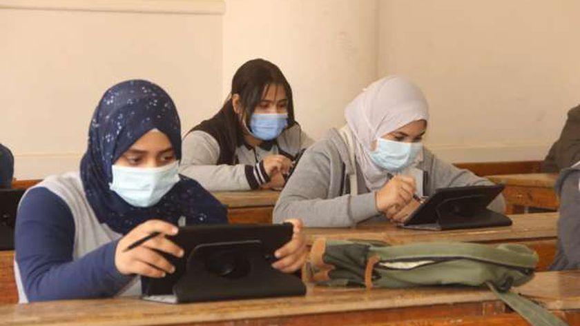 صورة أرشيفية لطالبات أثناء أحد الامتحانات التجريبية