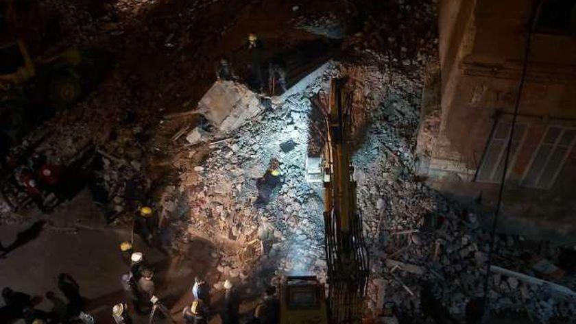 انهيار عقار في محرم بك وسط الإسكندرية