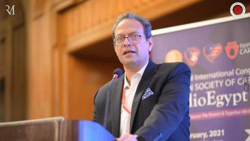 الدكتور عمرو الحديدي