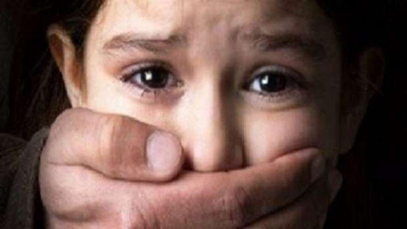 تجديد حبس مدرس 15 يوما بتهمة هتك عرض طفلة في نهار رمضان بالغربية