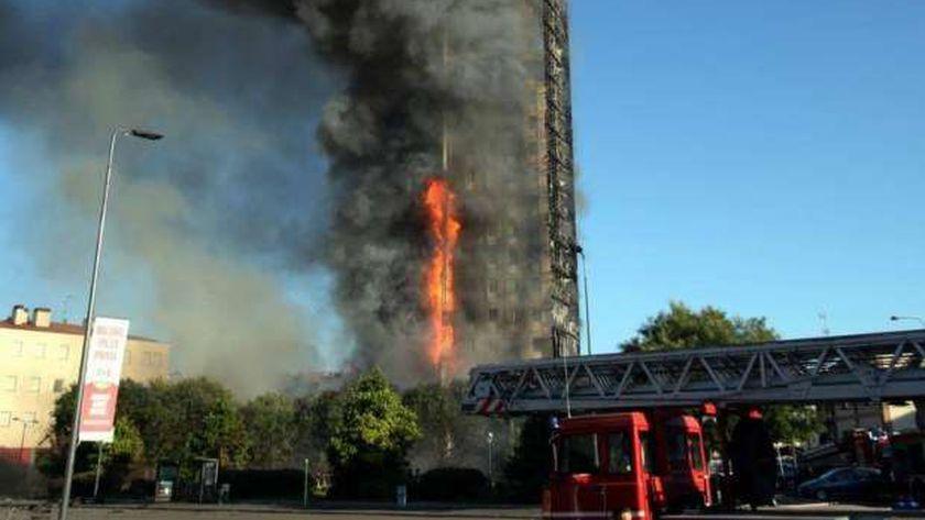 حريق في مبنى سكني بميلانو الإيطالية