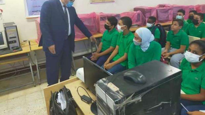 مدير التعليم يتفقد مدارس شرم الشيخ