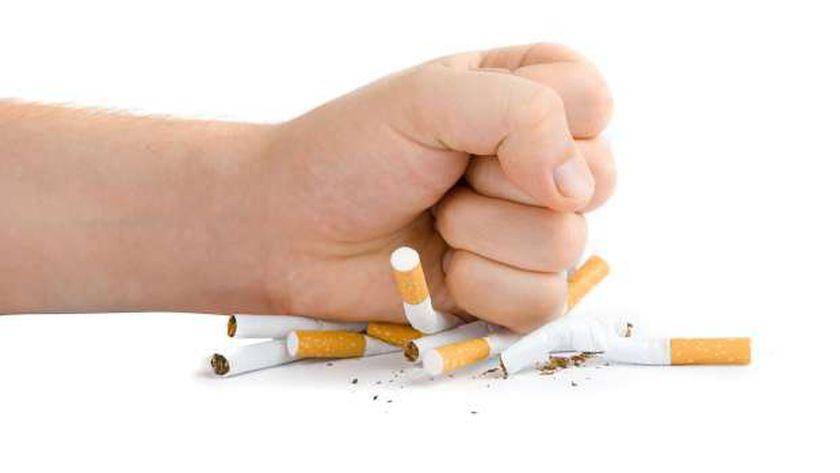 الإفتاء توضح حكم شرب وبيع السجائر