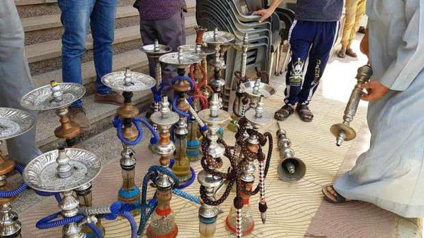 غلق وتشميع 19 مقهي ومحل مخالف وتحرير 86 غرامة كمامات بسوهاج